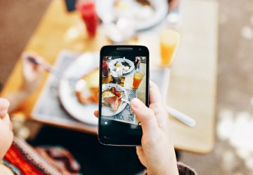 Tracking the rise—or demise—of food blogs in a world where everyone wants to be a critic