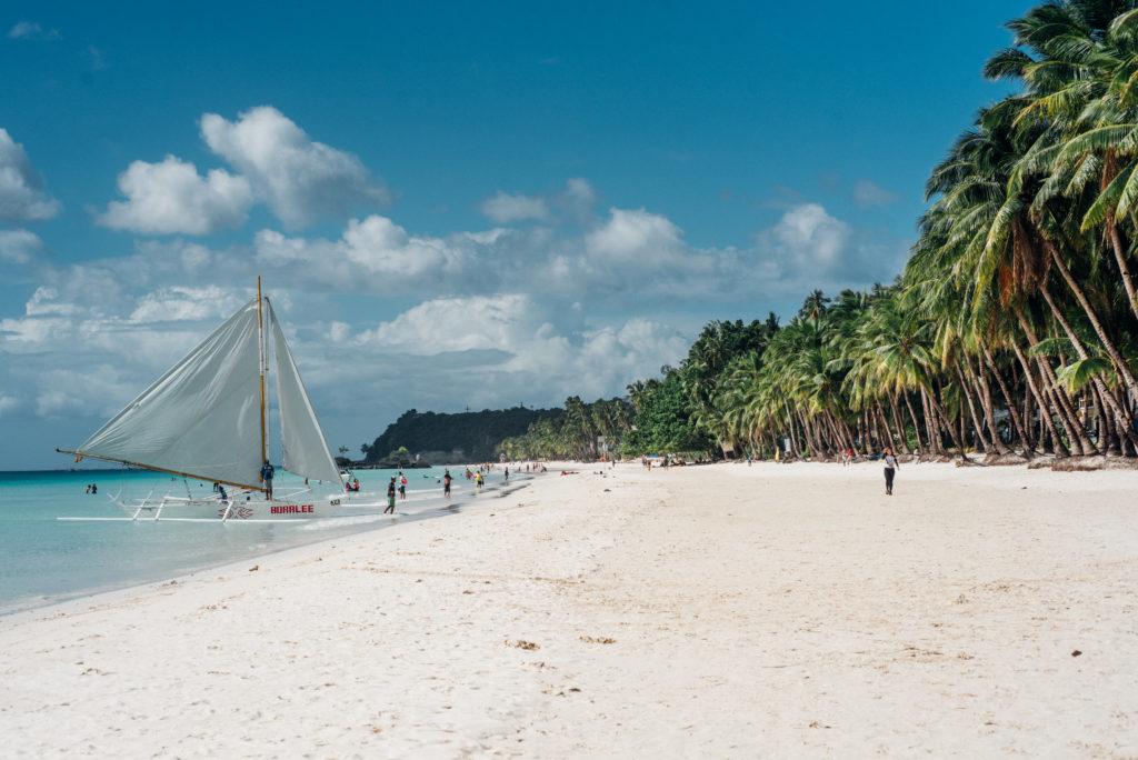 The famous white beach in Boracay