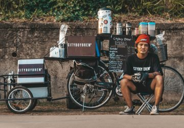 Inspired by a Davao-based motorcycle cafe called The Mobile Café, Mong Vicente decided to take his business out in the streets on his bike