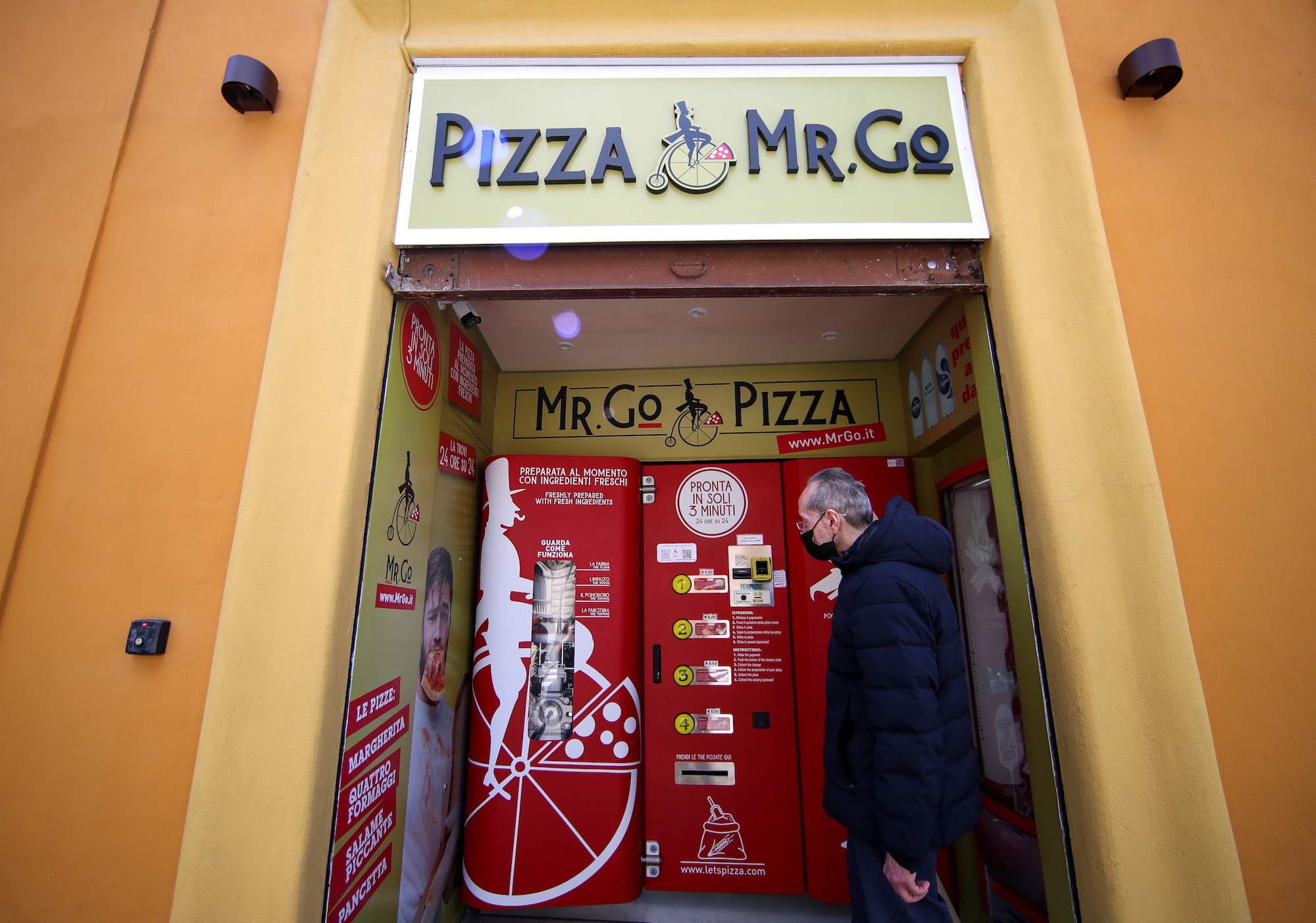 The first automatic pizza vending machine installed in the capital