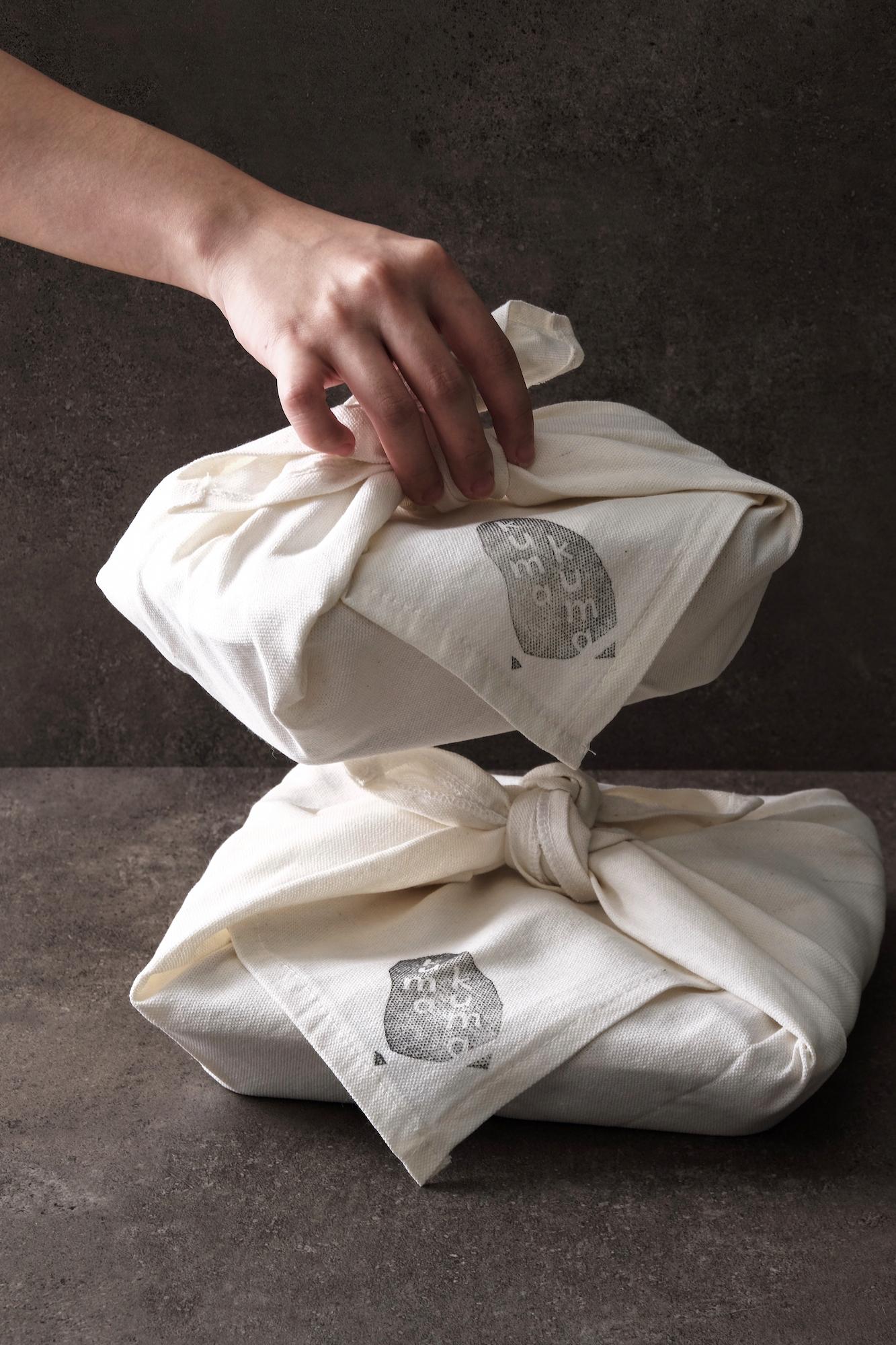 The package design of Kumakuma Curry follows the Japanese practice of furoshiki